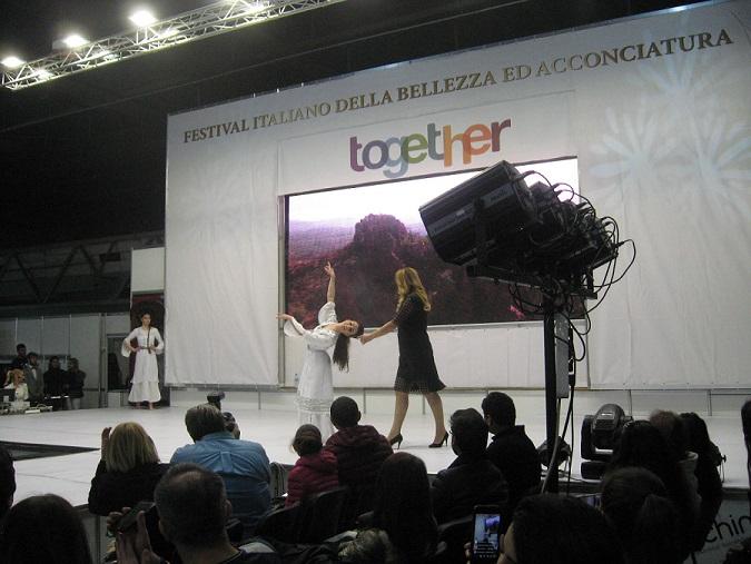 06.Edna_ot_efectnite_pricheski_v_reviuto_Sukrovishtnizata_na_Bulgaria
