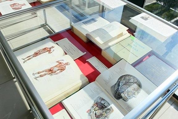 izlozhba na anatomichni atlasi