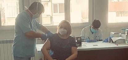 Prof_d-r_Nevena-Mileva-e-sred-vaksiniranite-prepodavateli-ot PU