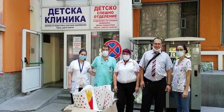 1.Ekiput-na-Klinikata-po-pediatria-s-daritelite-ot-Amerikanskoto-posolstvo